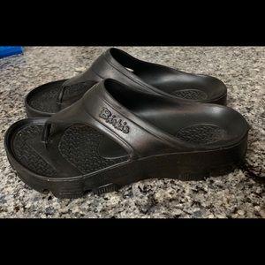 NEW Birki's Thong Sandal Waterproof Support Black